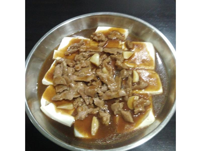 蒸白豆腐淋肉酱