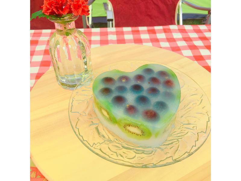餐桌上的人妻料理*清爽的寒天水果蛋糕。