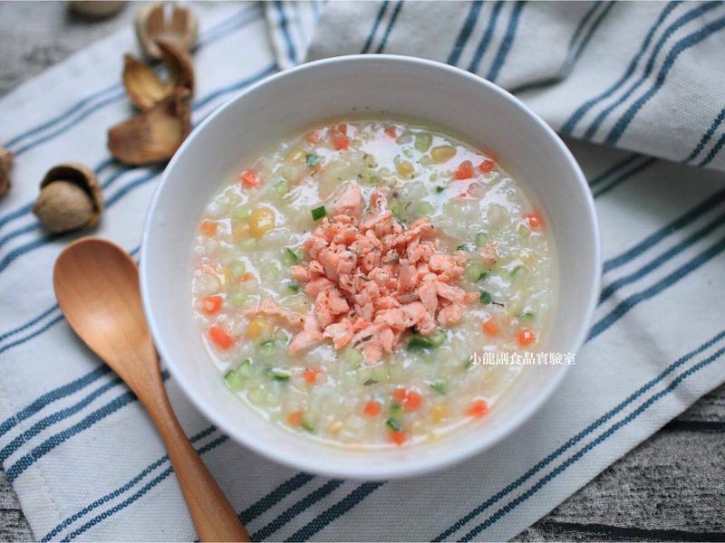 寶寶食譜【鮮蔬鮭魚小米混白米粥】