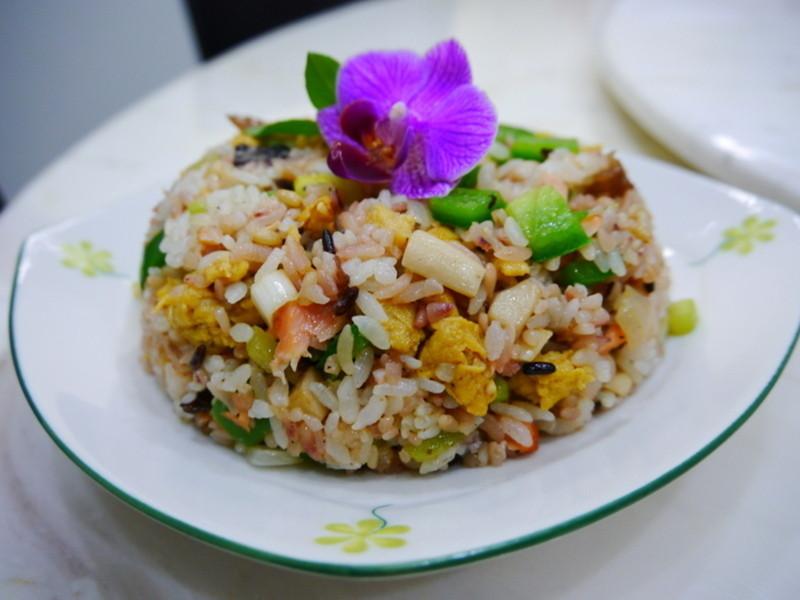 [吳媽媽拿手菜]蔬菜鮭魚炒飯