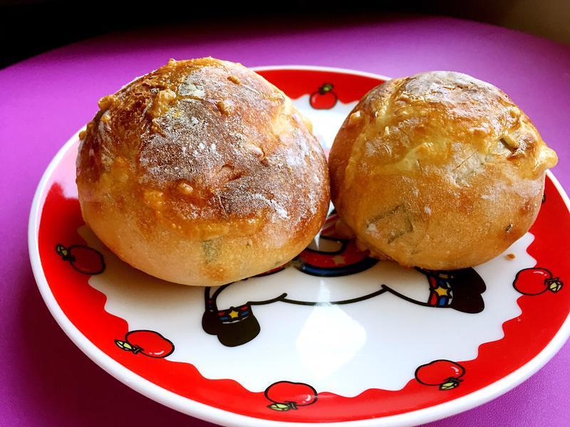 無法控溫烤箱烤迷迭香歐式麵包(有彩蛋)