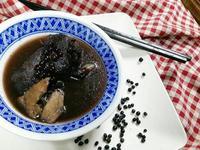 黑樹豆燉豬腳《泰雅勇士湯》