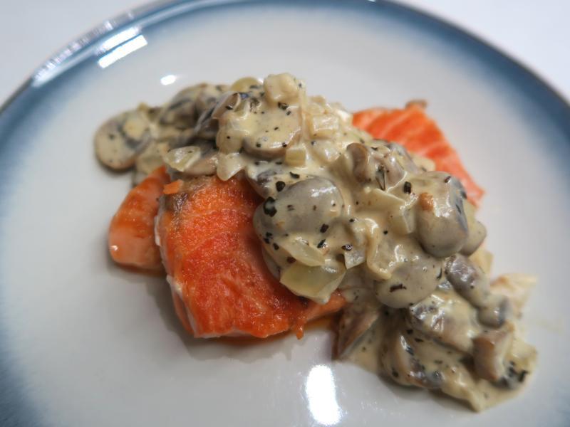 蘑菇奶醬鮭魚~(一鍋搞定)