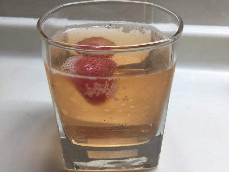草莓氣泡whisky [曾太]