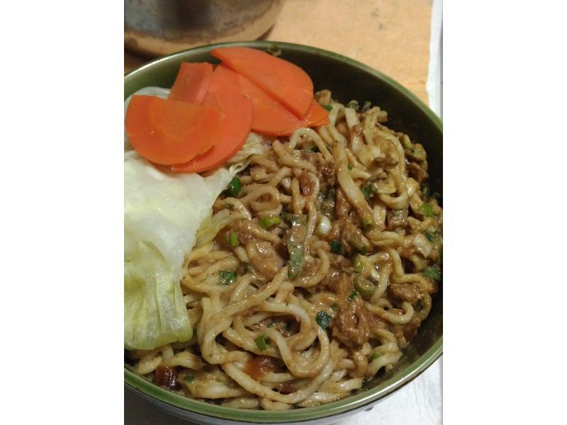 麻醬麵 肉燥麵 蒸青菜 鮮甜高湯