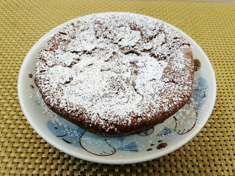 只要兩個材料的巧克力蛋糕!!