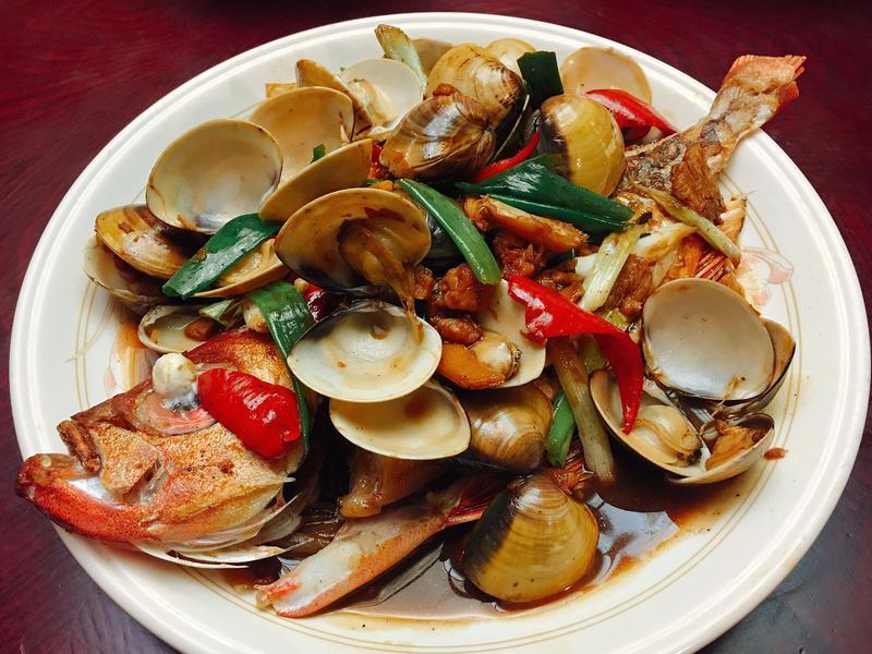 爆炒蛤蜊燴鮮魚