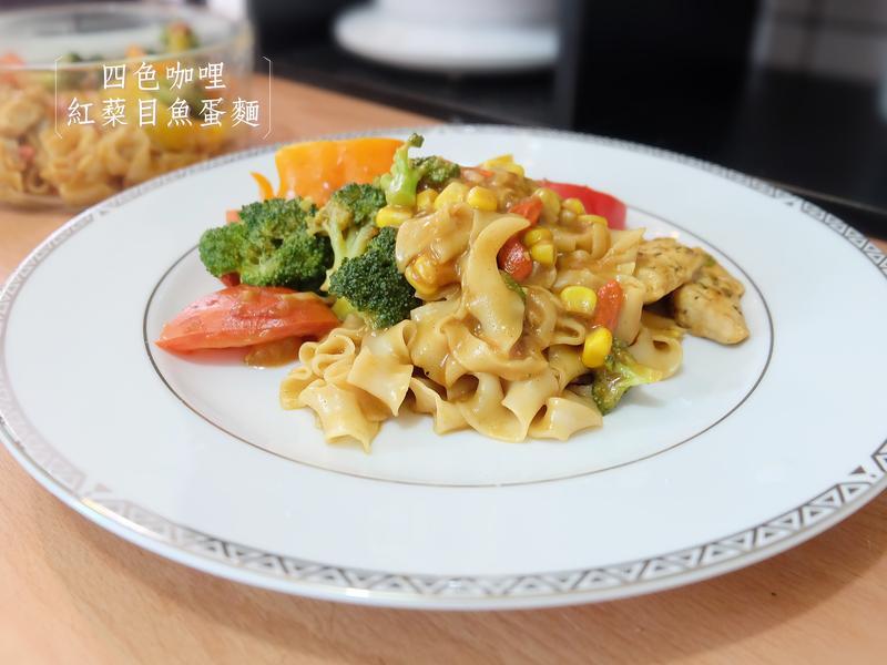 『台潤食堂紅蔾麵』四色咖哩紅蔾目魚蛋麵