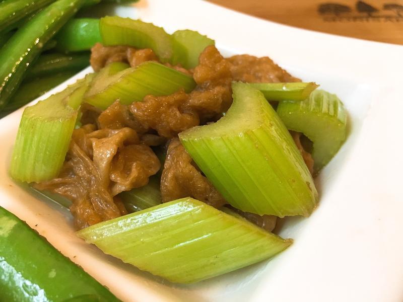 【快速。素食】西芹炒麵筋