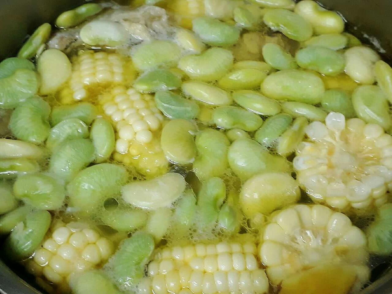 懶人菜譜-皇帝豆玉米雞湯