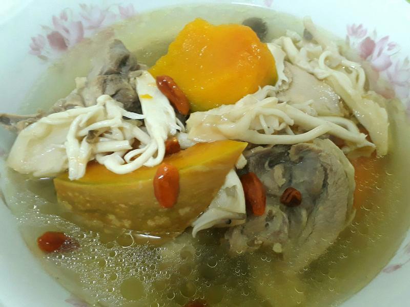 南瓜菇兒雞湯