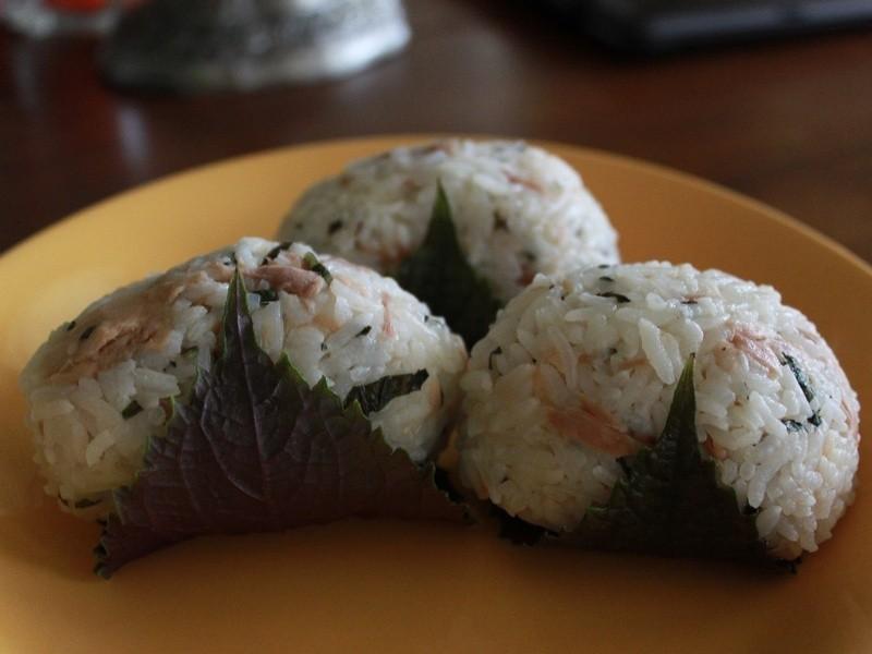 紫蘇鮪魚飯糰