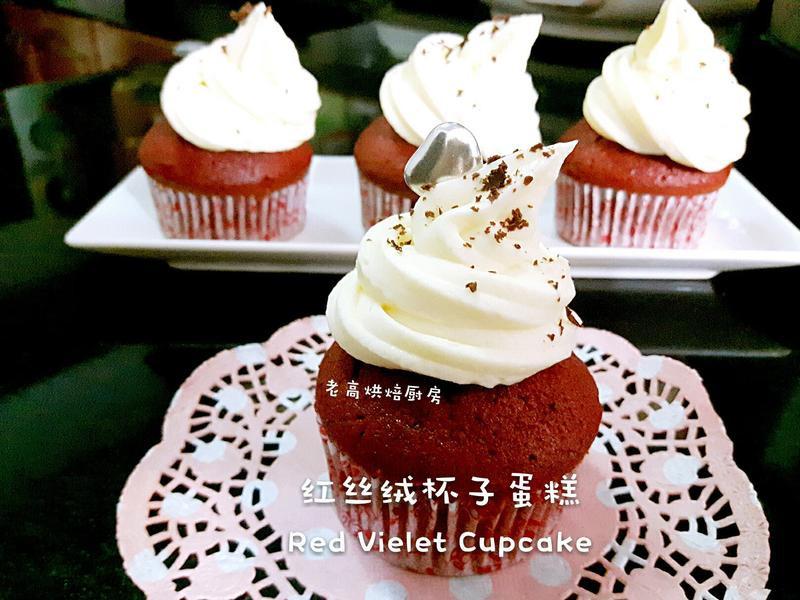 红丝绒杯子蛋糕