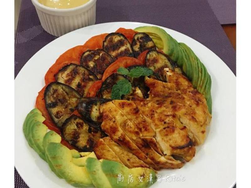 咖哩雞胸熱沙拉佐咖哩優格沙拉醬