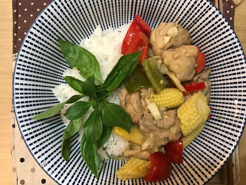 雞腿肉綠咖喱飯