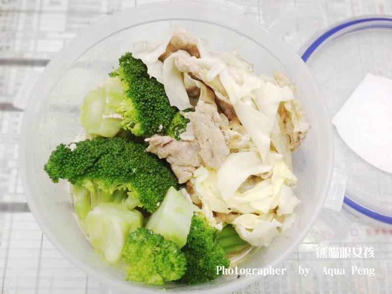 【簡單做菜】瞬間完成兩道菜。翠綠花椰菜+高麗菜悶肉