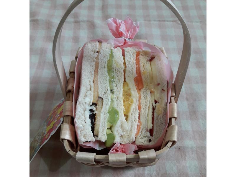 彩虹水果三明治