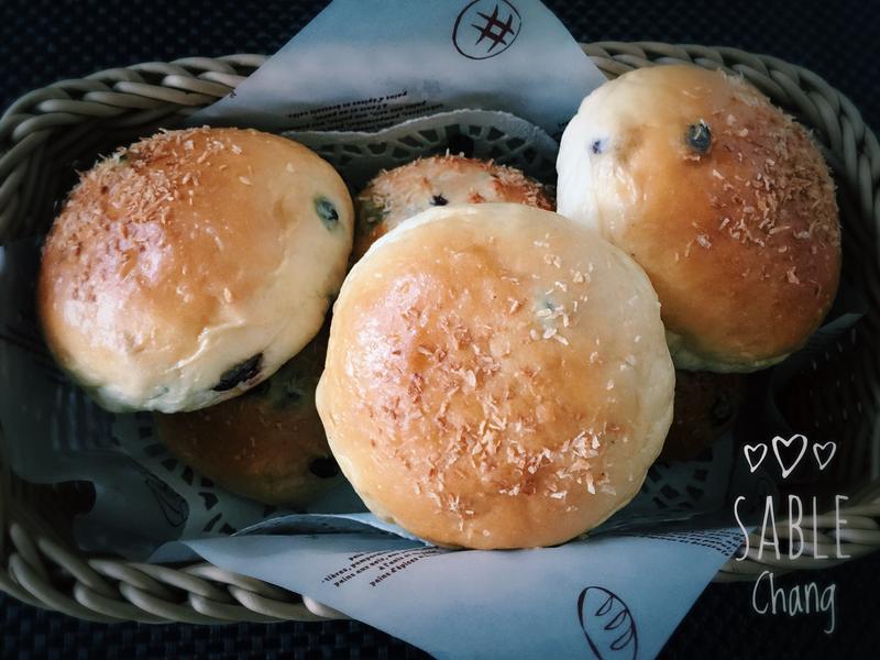 椰絲藍莓餐包