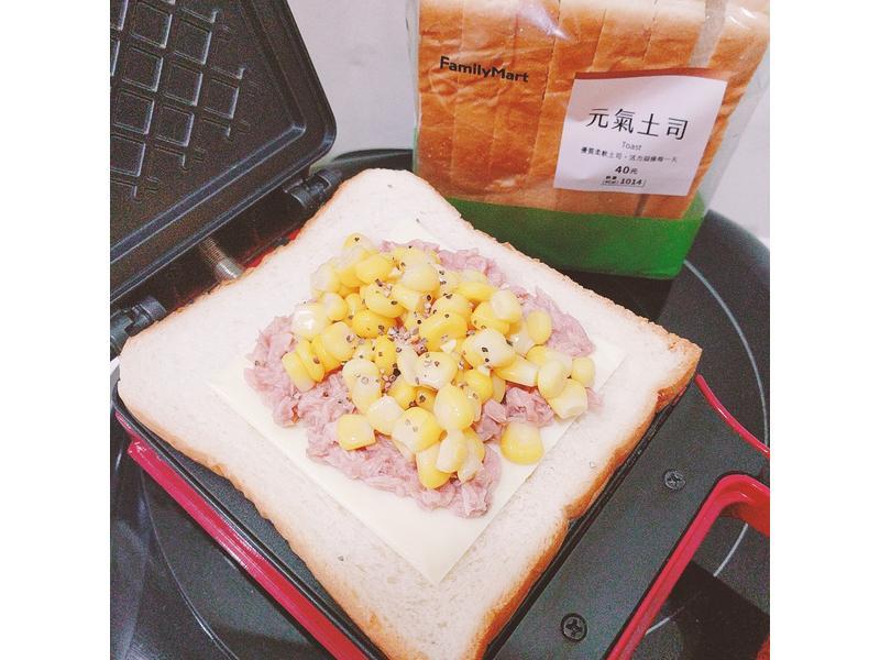 熱壓鮪魚玉米起司吐司