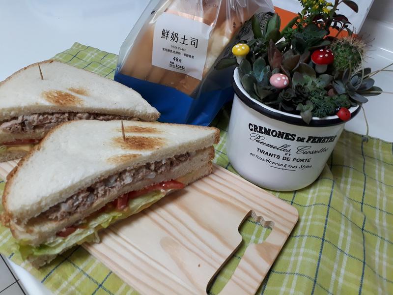 【春日瘋野餐】黑胡椒起司鮪魚三明治