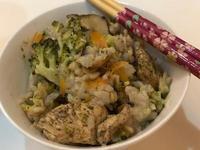 [電鍋料理]花椰香菇雞五穀米飯