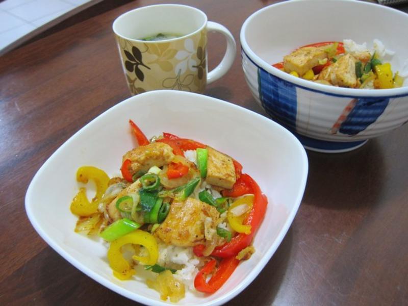 甜椒鮮蔬雞肉丼飯