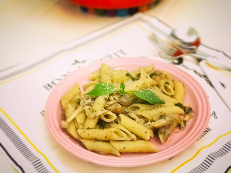 《蔬食料理》青醬野菇筆管麵