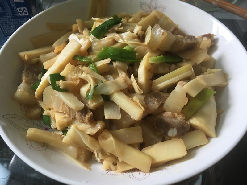 竹筍炒三層肉 (桂竹筍)