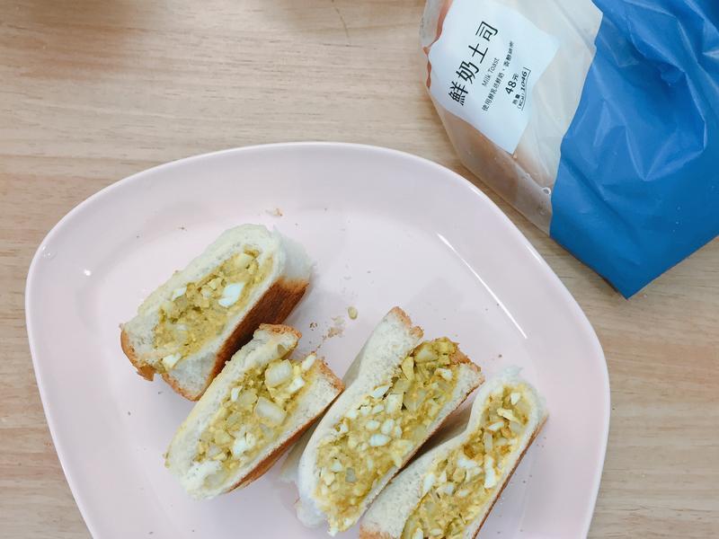 咖哩蛋沙拉三明治