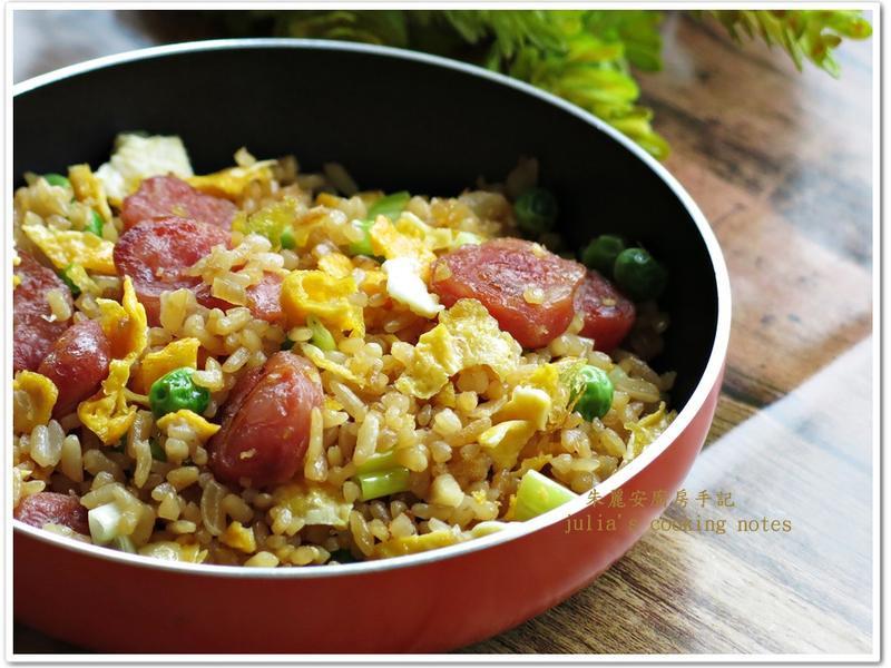 [台式香腸蛋炒飯]用小吃店配方炒飯