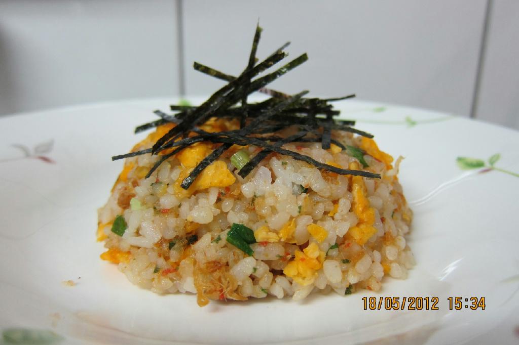 蛋片蝦仁肉鬆炒飯