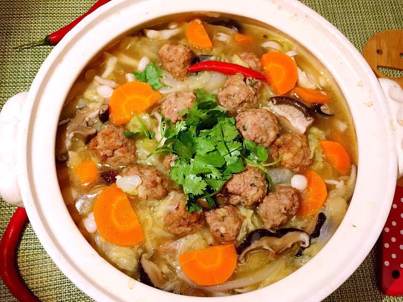 砂鍋燉獅子頭白菜