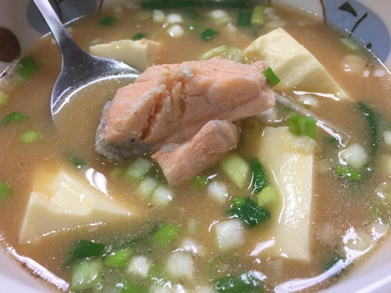 懶鍋日記x味增鮭魚湯(簡易版)