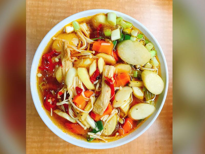 茭白筍金針菇紅蘿蔔勁辣醬燒冬粉