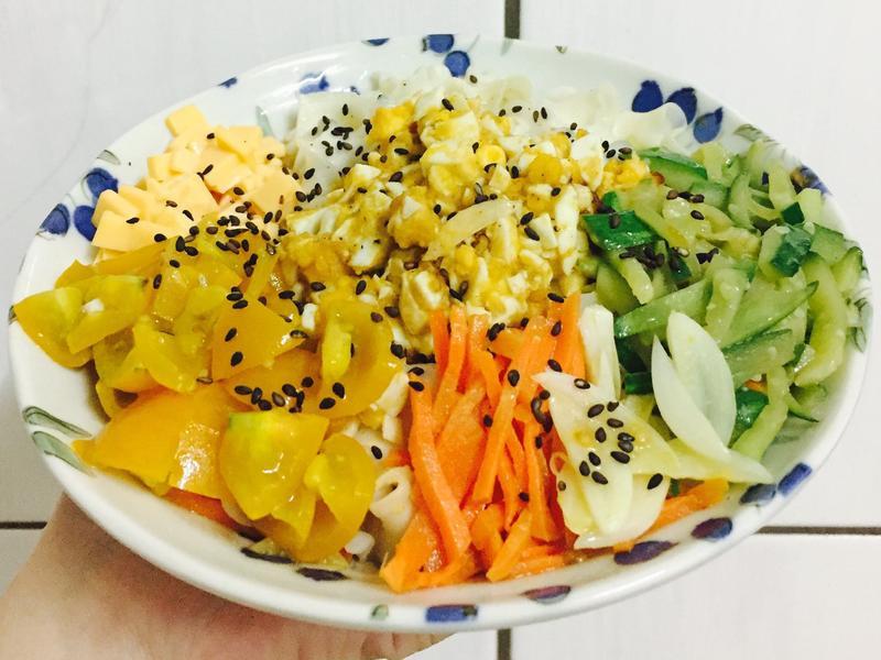 金沙(鹹蛋)佐番茄蒜香拌麵