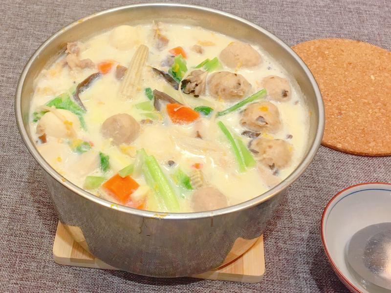 🍤海鮮蔬菜牛奶鍋🥛🥘