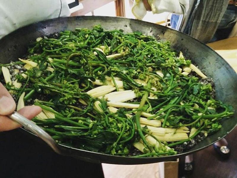 花東山林野生劍筍配野蔬過貓佐黑糙米燉飯