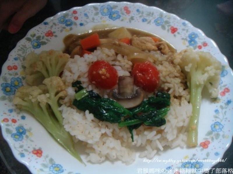 活力營養榖盛綠咖哩就醬子拌飯吃