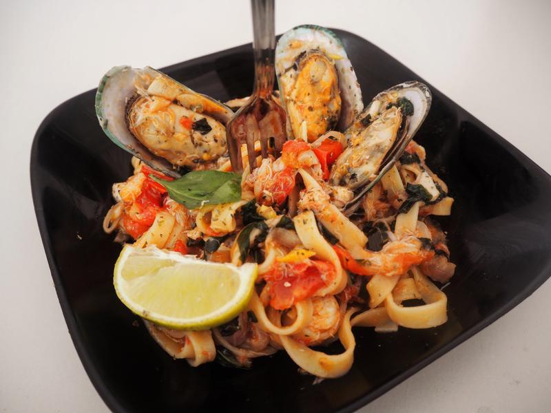 地中海義式五步驟。淡菜醉義大利海鮮寬扁麵