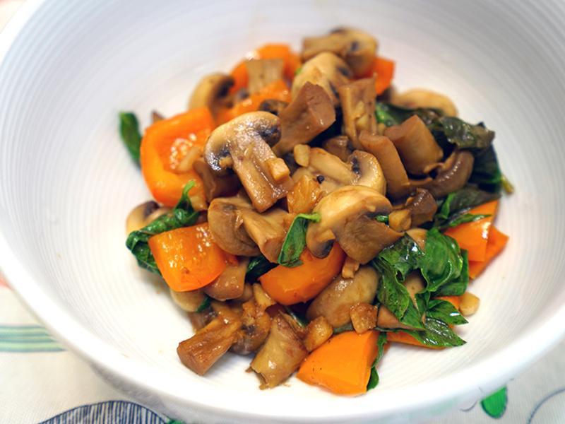 塔香蘑菇炒甜椒。可以帶便當的炒蔬菜!