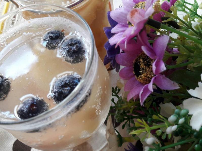 香甜水蜜桃藍莓汽泡水
