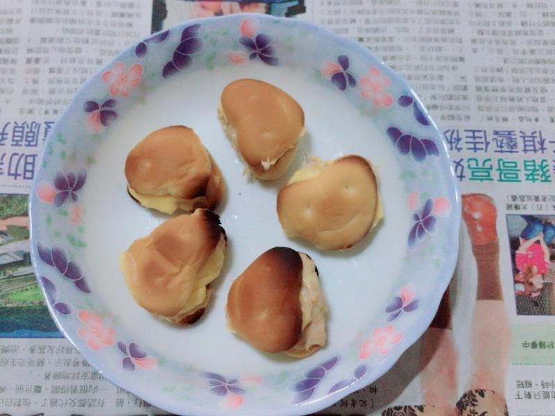 下午茶小點~起司鮪魚堡