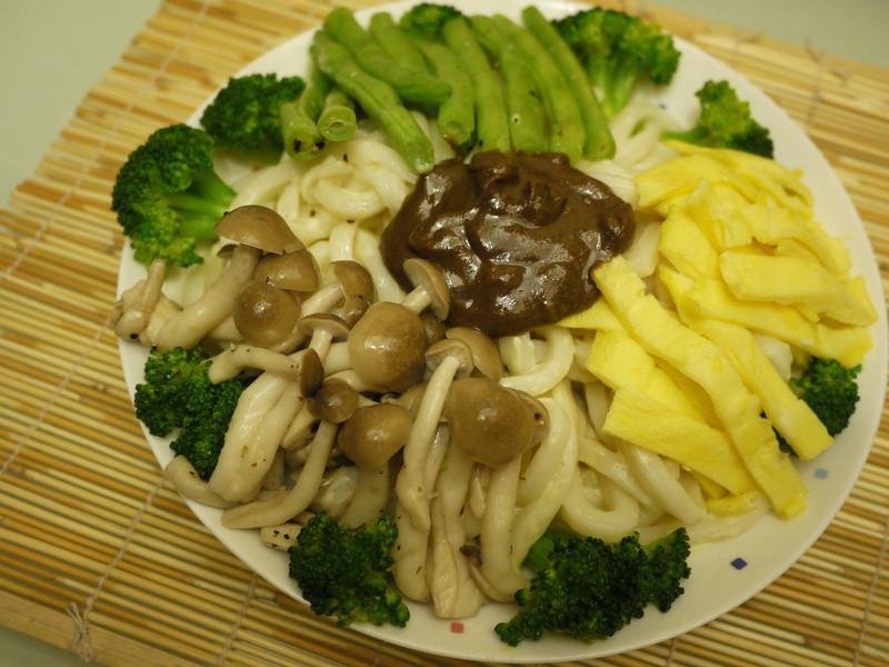 鈣高尚ㄟ起司鮮蔬麻醬麵