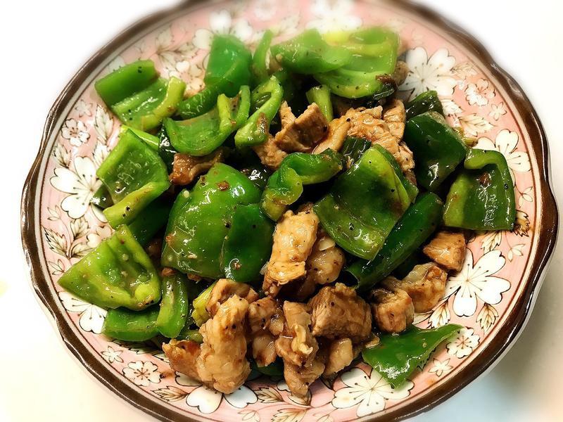 黑胡椒醬炒豬肉青椒