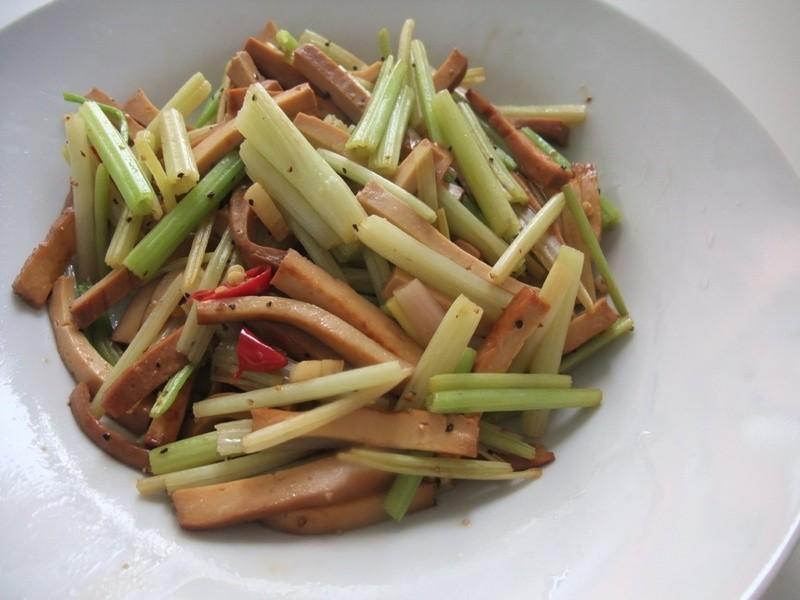 【小雨食堂】芹菜炒豆干
