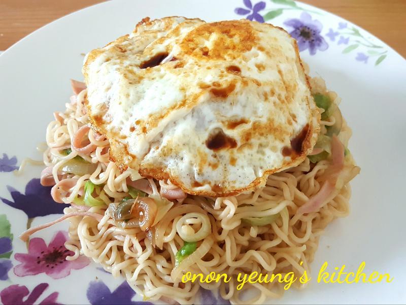 懶人料理  -  香蒜洋蔥炒泡麵