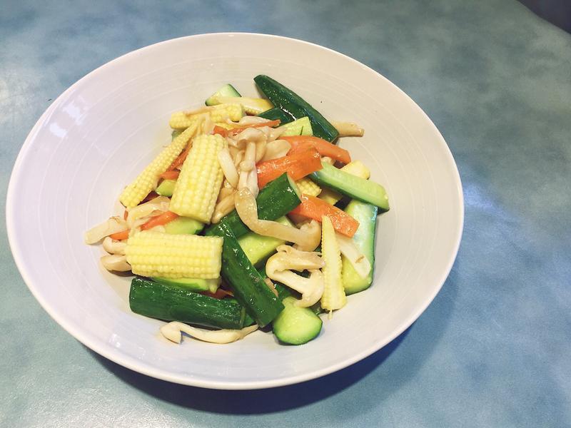 小黃瓜玉米筍炒菇菇