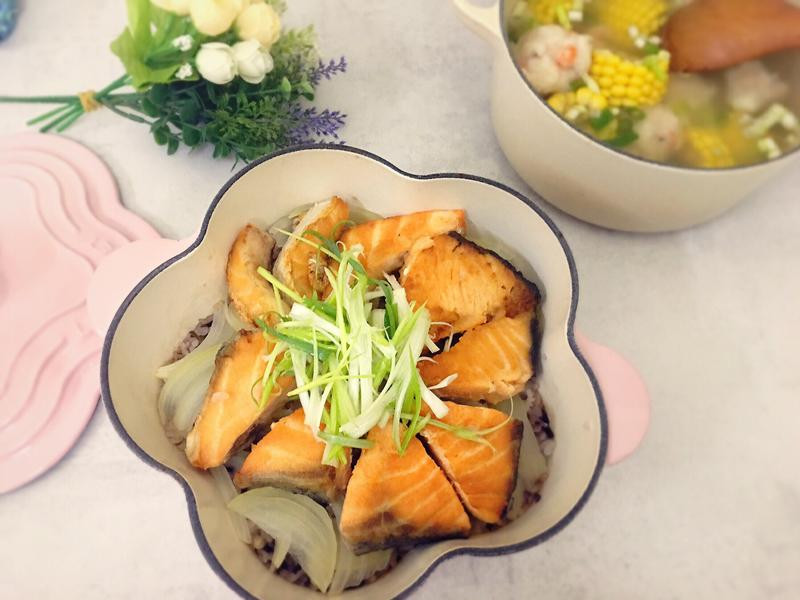鑄鐵鍋鮭魚炊飯