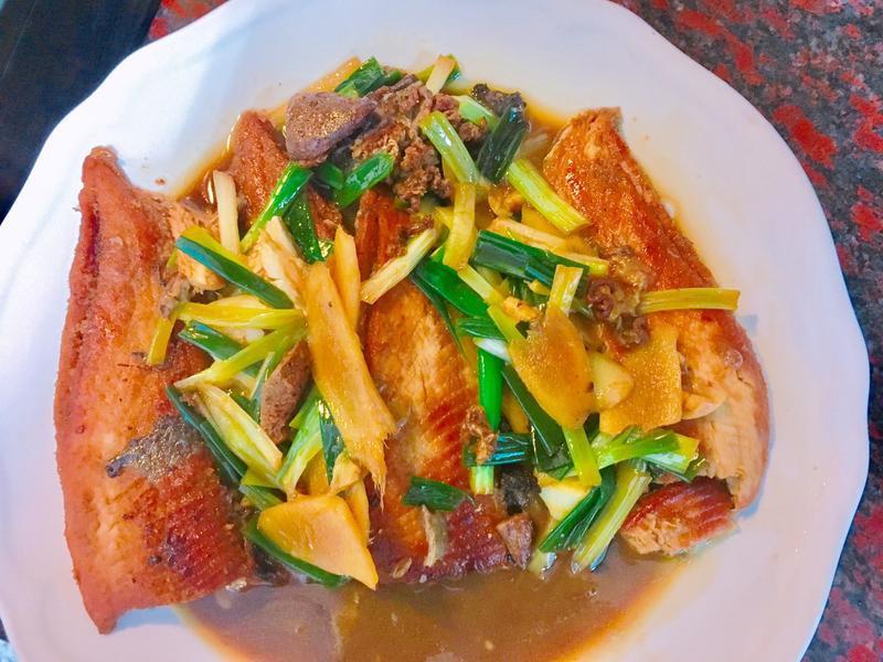 餐桌上的人妻料理*改良熱炒店的嗆虱目魚。