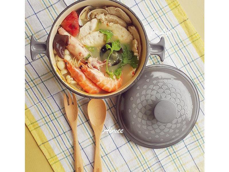 香菜皮蛋海鮮鍋